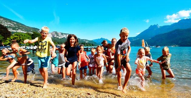enfants plage lac bleu